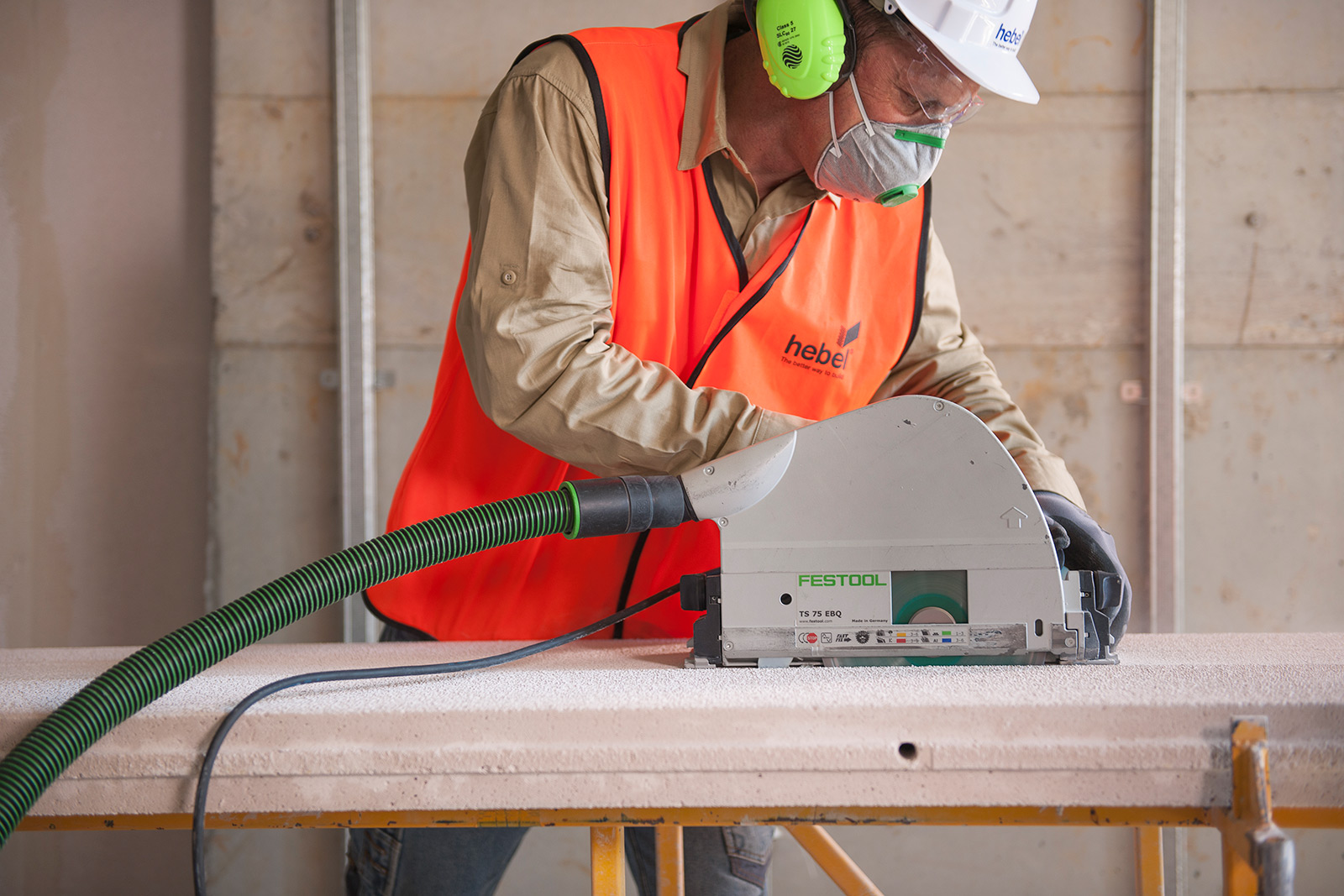 Cutting Hebel blocks with saw